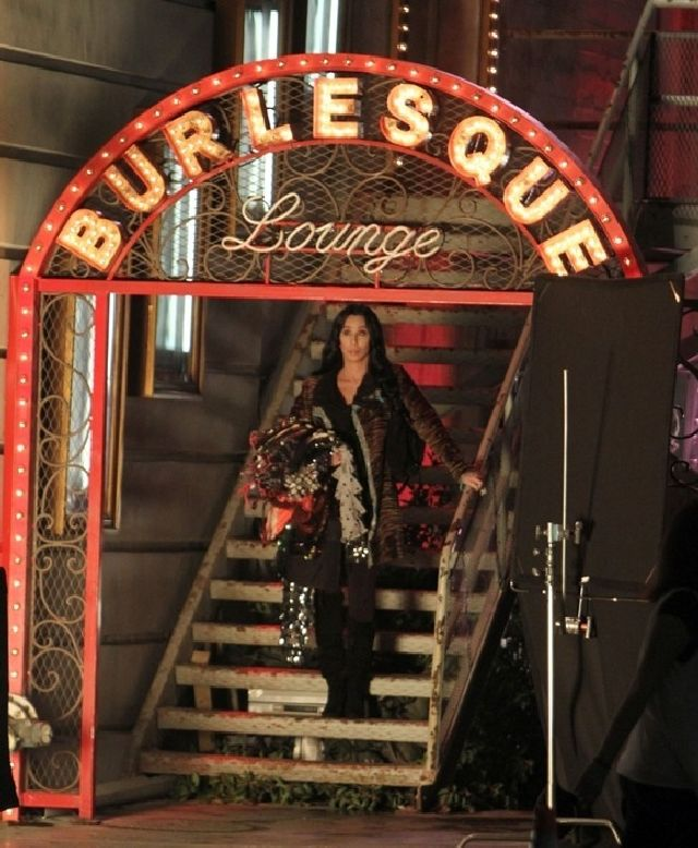 Burlesque Cher sul set
